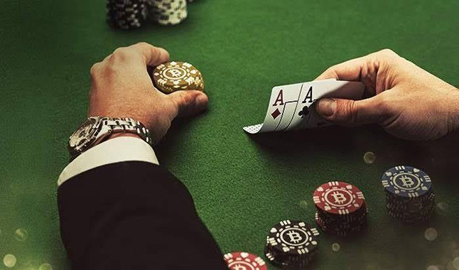 Some differences between Online and Live Poker